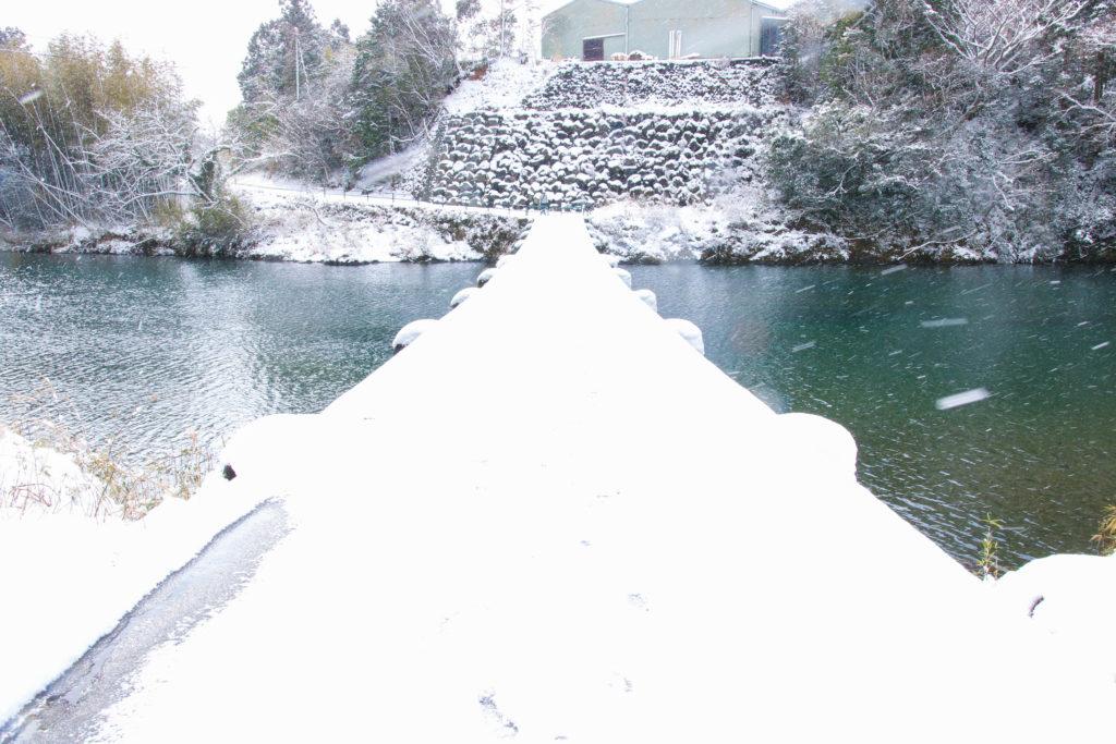 一斗俵沈下橋 雪景色