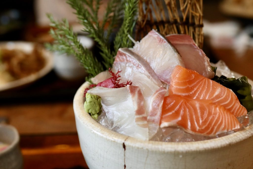 活魚 漁ま|生簀で泳ぐ魚を注文!高知初のスタイル