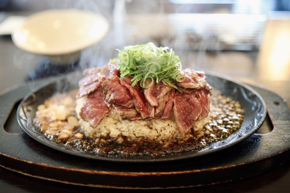 モンシェルトントン|ステーキ丼で話題!南国市の洋食レストラン。