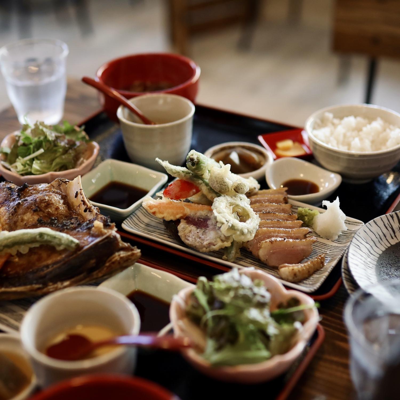 美味だし家Plus|高知市北川添・満足感120%!コスパ◎のカフェレスト。