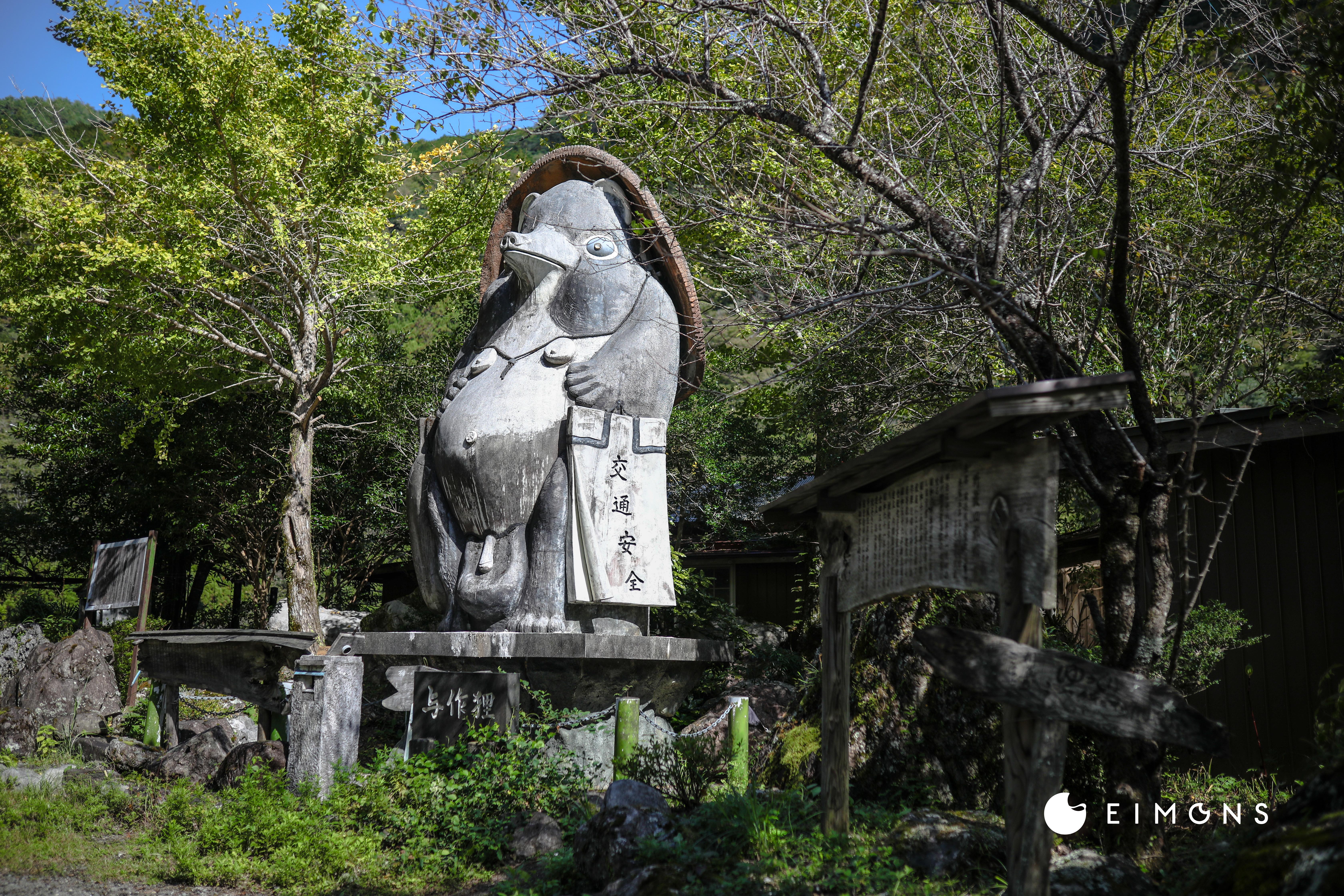 白龍湖(Hakuryuko)|神秘的な青さが話題!地図にない四国カルスト麓の秘境スポット。