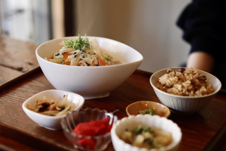 フラタチャイナ (fratachina) 高知駅から徒歩3分!住宅街にある隠れ家的おばん菜カフェ&居酒屋。