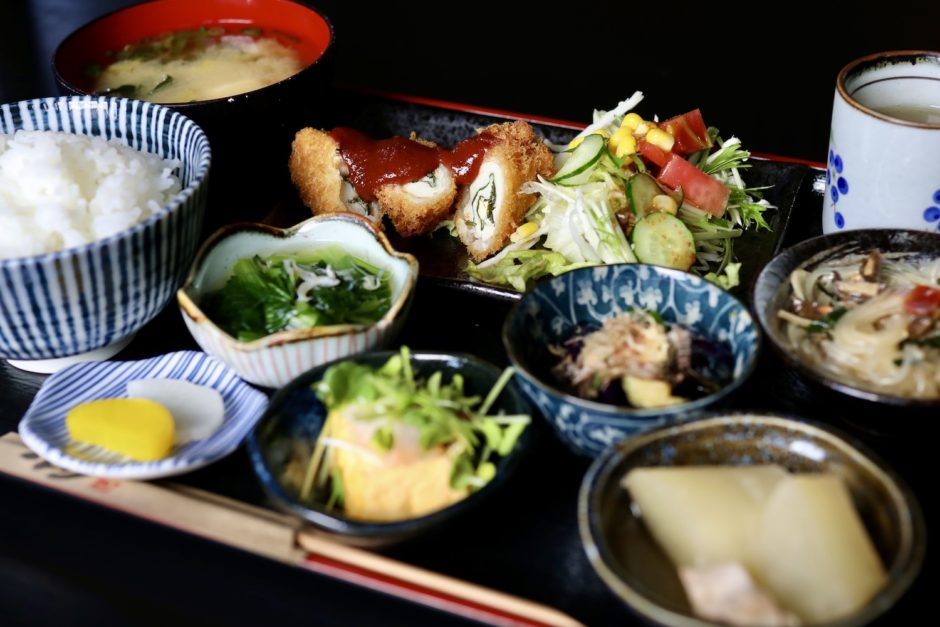 食べ処 呑み処 みもと(高知市)|ランチタイムの日替わり定食が推し